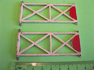 LEVEL  CROSSING  GATES x 2 , O GAUGE - METAL