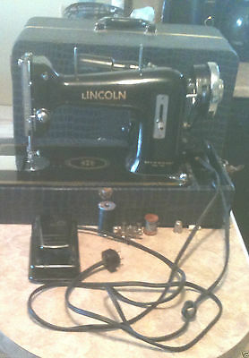 Vintage HEAVY DUTY NECCHI Lincoln Sewing Machine (PAVIA ITALY) 1.1 amps