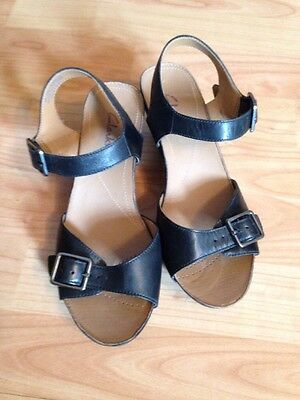 Ladies Leather Clarks Wedge Sandals Size 3.5