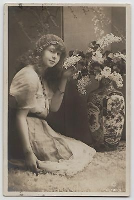 """POSTCARD - """"British Beauty"""" actress/model Peggy Morgan kneeling with flowers, RP"""