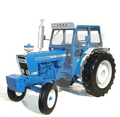 Universal Hobbies - Uh2799 Ford 7600 Tractor 1:16 Scale