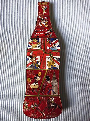 1  COCA COLA  DISNEY LONDON PUZZLE PIN BOTTLE LIMITED EDITION 50 (rot)