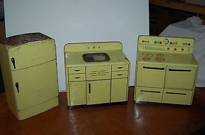 Wolverine Tin Kitchen Sink and Stove / Oven / fridge (3) Piece Toy Vintage