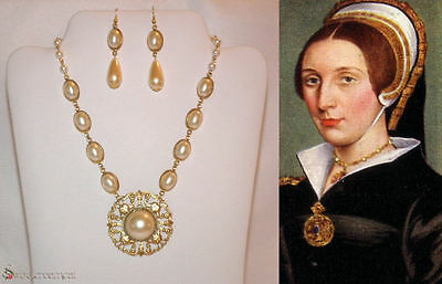 Queen Catherine Howard Tudor Inspired Pearl Necklace