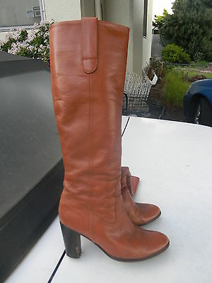 Ladies  Knee Length  Boots....size  37 ...leather   Used