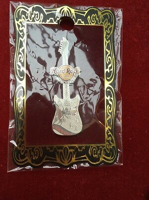 Hard Rock Cafe Pin Badge Manchester Lowry Guitar 2009 New