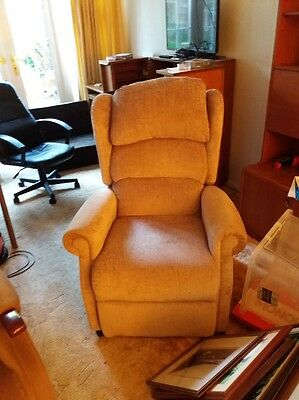 mobility riser recliner chair **Collection only KT9***