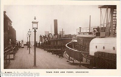 Collectable vintage postcard of the town pier & ferry, Gravesend