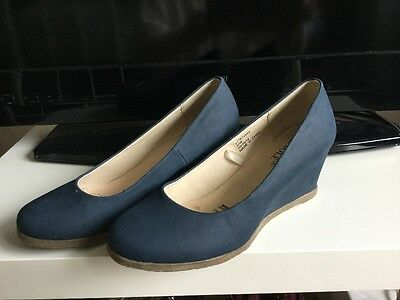 Gorgeous blue wedge heel court shoes size uk 5 wide fit