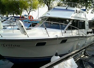 Carver Flybridge cruiser , fresh water cooled engines ****REDUCED PRICE ****