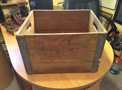 Vintage Bordens NY Wooden Milk Crate