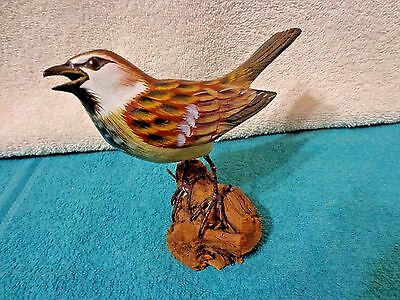 Vintage Beautiful Wooden Hand Carved, Painted Sparrow Bird Sculpture VNC