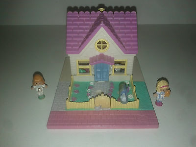 1993 - Polly Pocket Cozy Cottage + 2 personnages - Pollyville - Bluebird Toys
