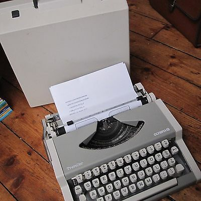 Olympia Traveller Vintage Portable Manual Typerwriter with Case Tested Free Post