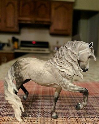 Artist resin horse Mini Majestuoso By Jaime Baker