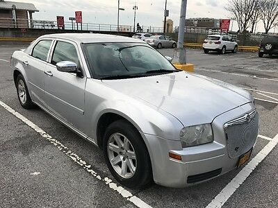 2006 Chrysler 300 Series  2006 Chrysler 300 2.7 V6 Silver / Grey Car Grill Pioneer Touch Screen Bluetooth