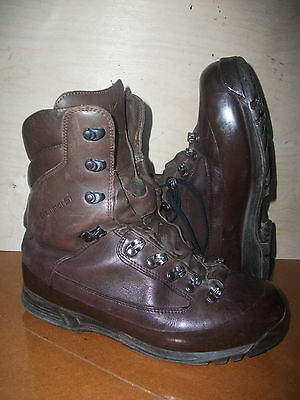 Size 9 brown combat cold wet weather SF karrimor boots! very good condition!