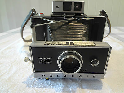 vintage polaroid 250 land camera,,can post