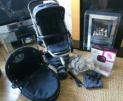 Quinny Buzz 3 Pram and Dreami Carrycot in Rocking Black