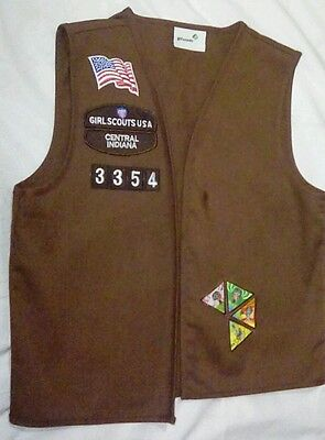 GIRL SCOUT BROWN MEDIUM VEST WITH 38 PATCHES Scouts Indiana 15 patches