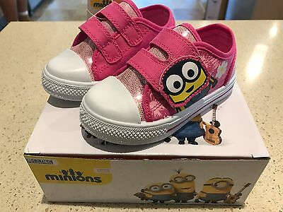 Girls Minion Velcro Tab Shoes Size 6 UK or 7 US - BRAND NEW & FREE POSTAGE!