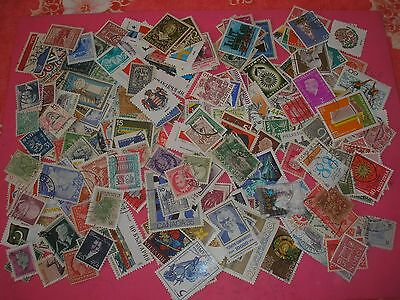 250 Timbres Etrangers Obliteres N° 26