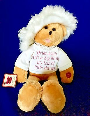"""Chantilly Lane Pearl's Wisdom 19"""" T-Shirt sings """"That's What Friends Are For"""""""