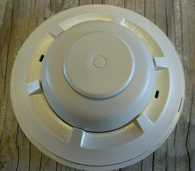 System Sensor 5601P 135°F & Rate-of-Rise Heat Detector w/base *Used*