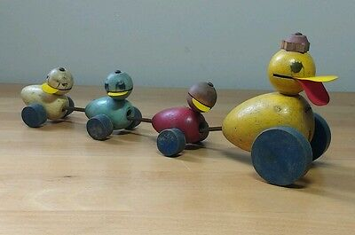 VINTAGE 1940's FISHER PRICE - MRS. QUACK MAMA DUCK AND FAMILY - WOOD PULL TOY