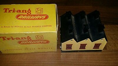Triang TT Gauge  Engine Shed  Boxed. Good con.