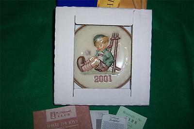 """Hummel Annual Plate 2001 #922  """"Afternoon Nap""""  MIB"""