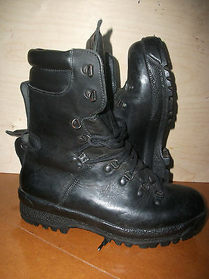 Size 7 issue black extreme cold weather goretex boots! hiking,fishing,walking!