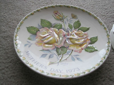 """1 Crown Staffordshire """"Peace Rose"""" Mothers Day 1973 display plate"""