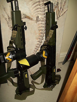 Pair of Aliens Incinerator units -  prop movie  COSPLAY - cool not pulse rifles