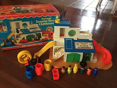 937 Little People Play Family Sesame Street Club House Fisher Price 1976 W/ Box
