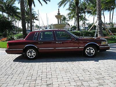 "1997 Lincoln Town Car SIGNATURE TOURING SEDAN 1997 LINCOLN TOWN CAR""SIGNATURE TOURING ED"" 42K-1 LADY OWNER-GARAGED-EXCELLENT!"