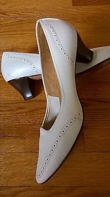 """sale! VTG 1960's """"Naturalizer"""" White Leather Classic Pumps/Shoes size 9.5-B/AA"""