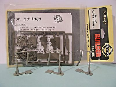 N Gauge Ratio 316 Coal Staithes Kit and 3 x Water Cranes. See pic.