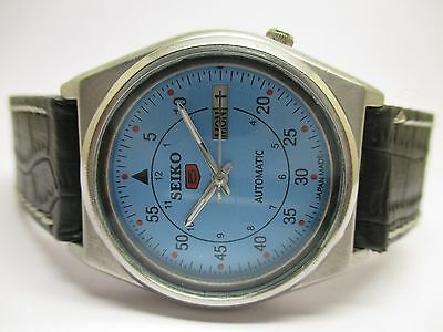 Vintage Seiko 5 Automatic Day & Date Wrist Watch For Men In Excellent Condition