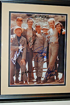 MASH TV SHOW CAST AUTHENTIC SIGNED 8x10 PHOTO FRAMED