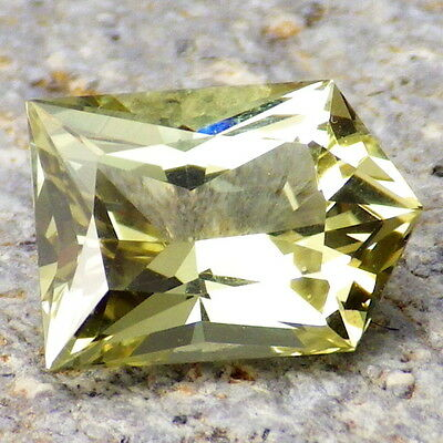 APATITE-MEXICO 3.05Ct FLAWLESS-FOR TOP JEWELRY-LIVELY YELLOW GREEN COLOR-NATURAL