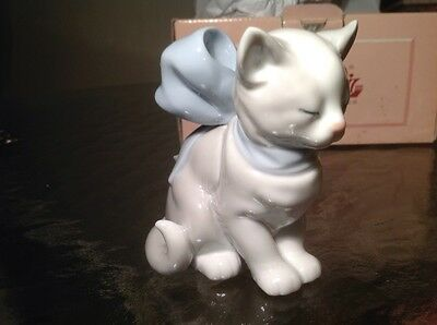 "New in Box NAO LLADRO Porcelain Hand Made KITTY PRESENT 3 1/2""h Figurine #1348"