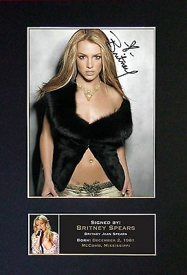 BRITNEY SPEARS - MEMORABILIA - Collectors Signed Photo + FREE WORLD SHIPPING