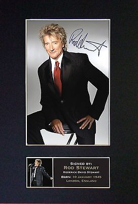 ROD STEWART - MEMORABILIA - Collectors Signed Photo + FREE WORLD SHIPPING