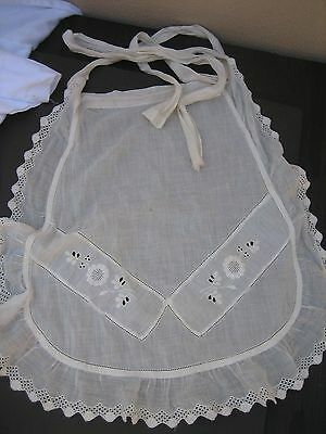 VINTAGE EMBROIDERED HALF APRON Intricate work Sweet
