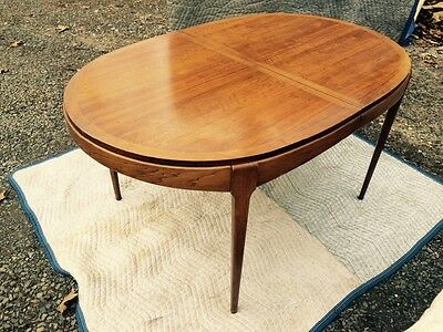 Mid Century Danish Modern Lane Walnut Dining Room Oval Banded Table w 2 Leaves