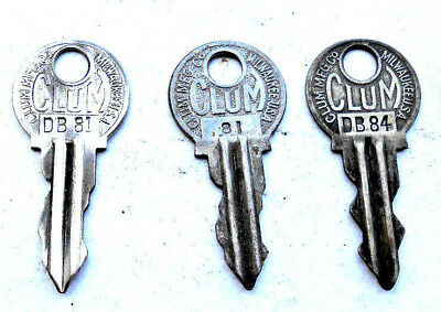 ONE (1 from picture)  Vintage Old CLUM   automotive  Key   OEM    Collectible