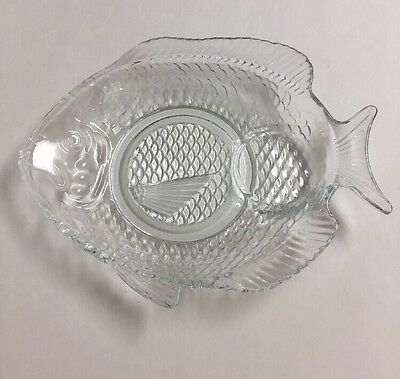 3 Vintage Fish Shaped Clear Glass Snack Plates With Cup Holder & 5 VINTAGE FISH Shaped Plates Colorful Retro Molded Plastic 3-11\