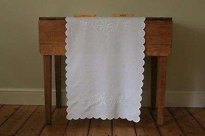 Vintage White Linen Hand Embroidered Floral Tablecloth Runner Centrepiece Mat