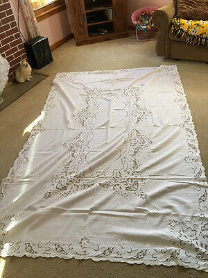 Antique Italian Cutwork Embroidery Table Linen & 12 Napkins (Oblong)